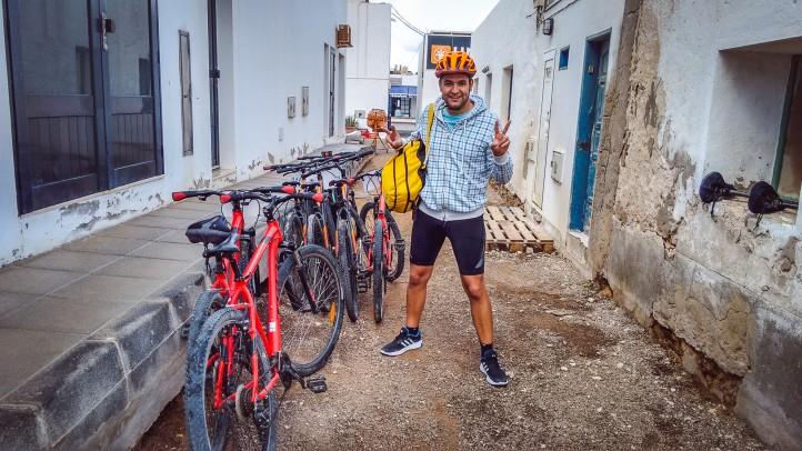Alegria y felicidad al alquilar bicicleta en La Graciosa